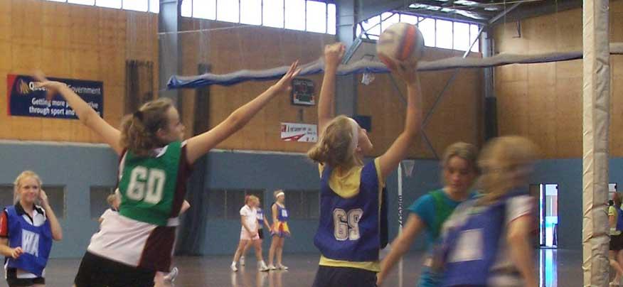 kids-playing-netball